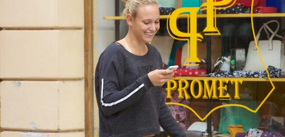 Osijek, 23.04.2014 – Tenis: Pobjednica WTA turnira Dona Vekic prosetala je centrom Osijeka